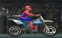 Andar de moto com o Homem Aranha
