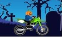 Andar de moto no halloween