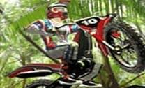 Andar de moto pelos obstáculos