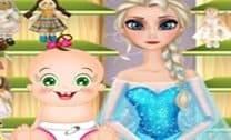 Bebê Rosy Lavando as Bonecas