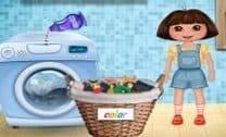 Dora Lavando Roupa