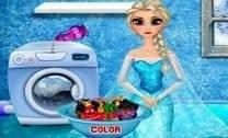 Elsa Lavando A Roupa